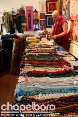 Tenzin Gyatso helps with the Tibetan Bazaar