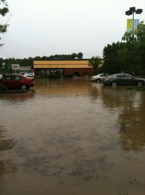 @DaddysMarbleyes - Eastgate 'pond' at Boston Market