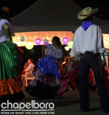 Keeping with the theme of the evening, tradtional Costa Rican dance performers entertained the guests.